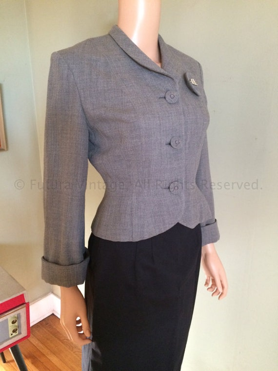 1940s Smart JAUNTY JUNIORS Grey Wool Fitted Jacket with Cuffed Sleeves Gabardine Lined Attached Rhinestone Brooch-S