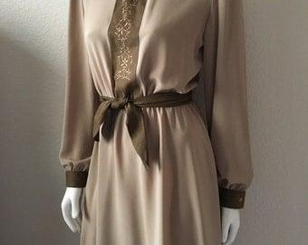 Vintage Women's 80's Dress, Tan, Brown, Long Sleeve, Knee Length (M)