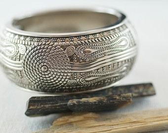 Vintage Silver Tone Metal Ornate Clamper Style Bracelet  .....1160