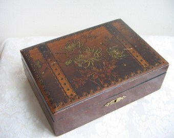 Vintage Wood Box With Brass Hinges & Built In Dividers, Flowers Floral Decoupage Design With Trompe L'Oeil