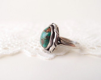 antique Turquoise Sterling egg ring ...Native Southwest old pawn Modernist freeform bezel twist setting ...size 4.5