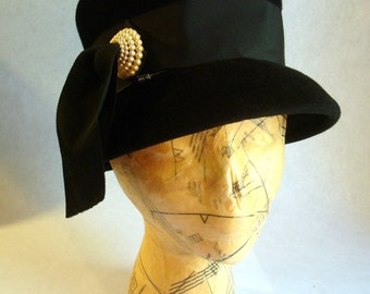 Vintage Black Velour Felt Woman's Top Hat Style Cloche