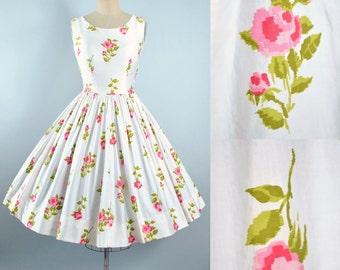 Vintage 50s ROSE Print Dress / 1950s Cotton Sundress White Floral Pink Red Novelty Print ROSES Full Swing Skirt Garden Party Pinup M Medium