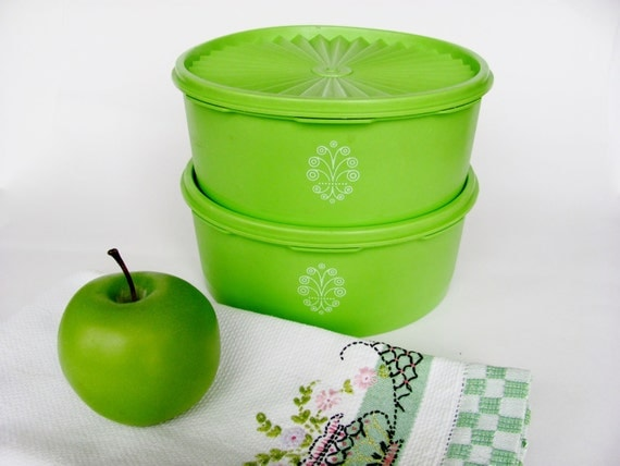 tupperware canisters apple green set of two 8 inch 1204 great. Black Bedroom Furniture Sets. Home Design Ideas