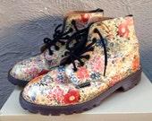 Super Sale!!  Vintage Dr. Martens England made floral Boots // Shabby Chic // UK 4/ US 6 // Ultra RARE