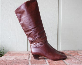 Vintage Womens 7.5m Bandolino Pull On Tall Italian Brown Leather Rustic Riding Boots Boot Boho Hipster Pointy Toe Heel Fall Autumn Fashion