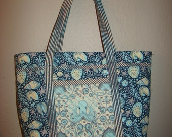 Large quilted tote bag