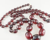 faceted CHERRY AMBER  BAKELITE  necklace. graduated bead.  circa 1920 No.001372 cs