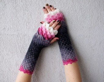 Fingerless gloves Wrist warmers Cute arm warmers in pink gery white Womens fingerless gloves Lacy gloves Baselayer Scaled Fingerless mittens