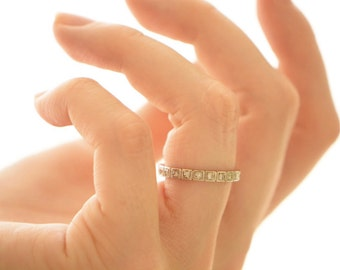 Vintage platinum and diamonds ring
