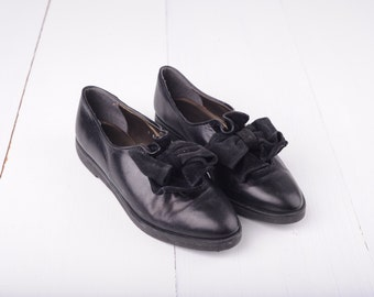 Vintage Glacée Black Leather With Bow Pointed Toe Flats, Womens 7 / ITEM281