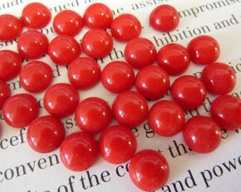 12 glass cabochons, Ø7mm, opaque red, round