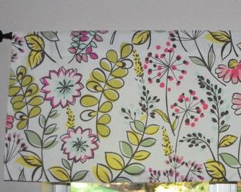 Kitchen Valance . Richloom Wildflower Dandelion Print . Handmade by Pretty Little Valances