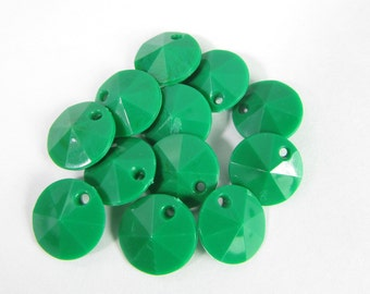 50 Vintage 10mm Faceted Kelly Green Charms Drops Pendants Pd787