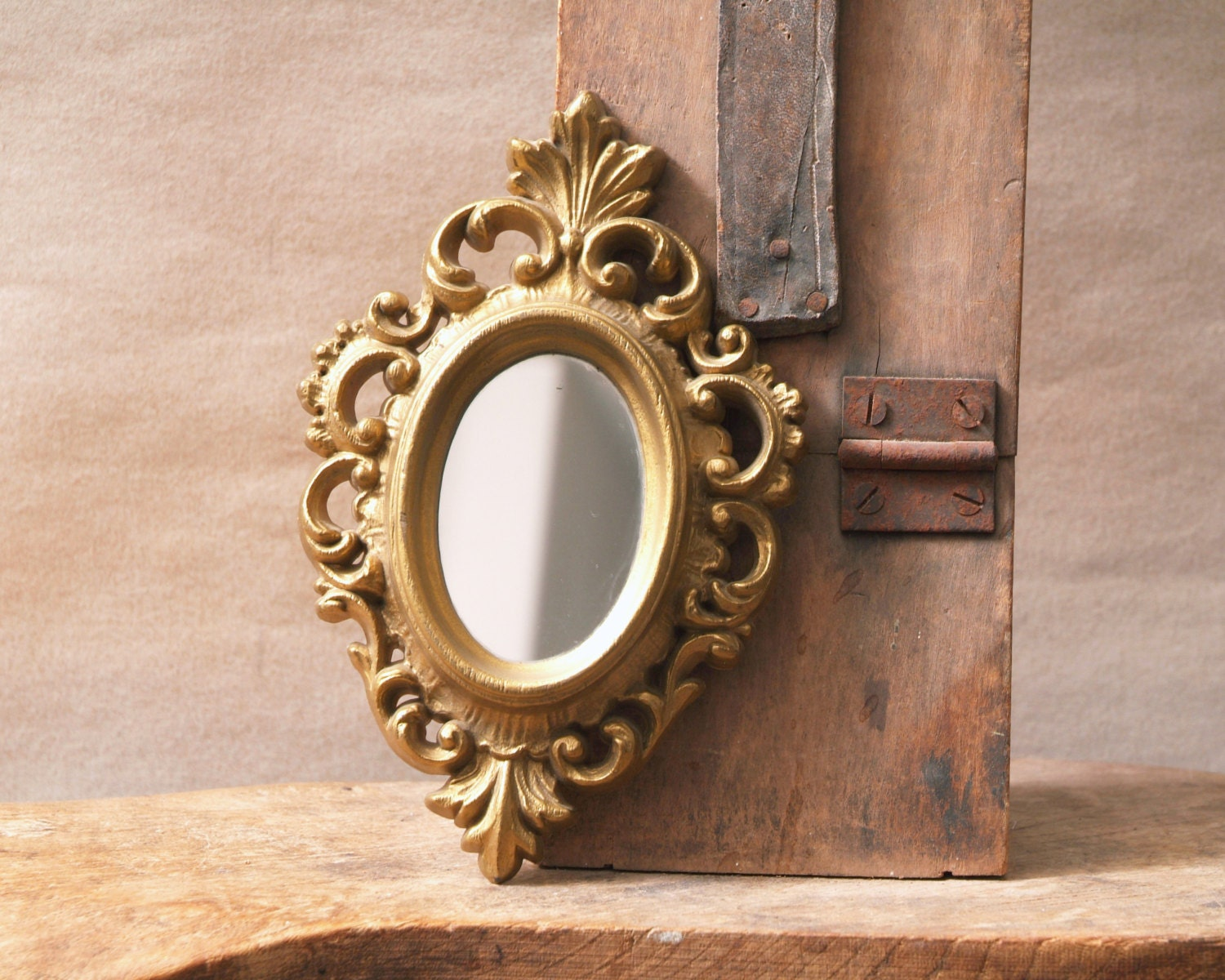 Vintage gold framed mirror small oval mirror ornate gold for Small gold framed mirrors