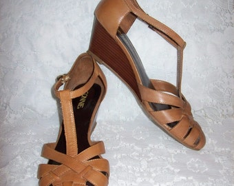Vintage Ladies Tan Leather T-Strap Sandals Wedges by Connie Size 8 1/2 Only 8 USD