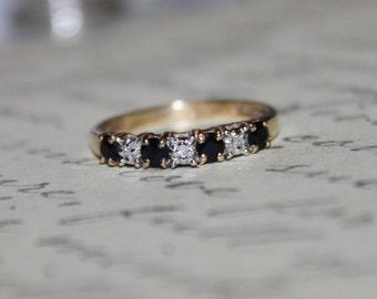 14K Vintage Blue Sapphire & Diamonds Band Ring