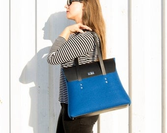 40% OFF - Felt and leather large SHOULDER BAG / blue and black / leather straps / tote bag / wool felt / made in Italy