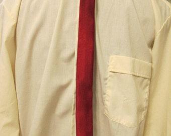 1960s Skinny Burgandy Textured Tie Mod Menswear square