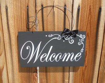 Black and White Welcome Sign
