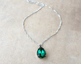 Vintage Rhinestone Necklace, Emerald Green Necklace, Simple Pendant Necklace, Dark Green Necklace, Emerald Pendant, Best Selling Items, Gift