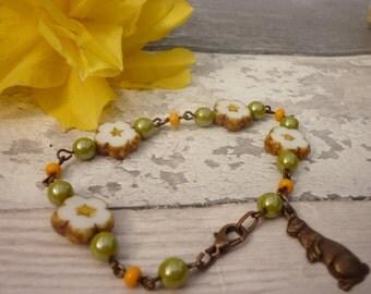 Daisy bracelet, floral bracelet,  rabbit charm, woodland themed bracelet, floral folk bracelet,  ready to ship from the UK, whimsy bracelt