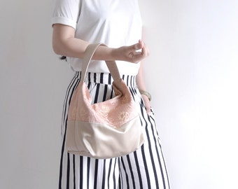 Classic top handle bag. Dirty Pink and light gold flower pattern woman shopping bag