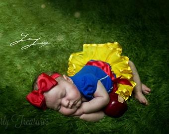 Snow White Bow Headband.Red Bow Headband. Baby Snow White Bow. Baby Headband. Newborn Headband. Girl Headband. Photo Prop.