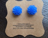 Frosted Blue Mum Cabochon Stud Earrings