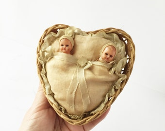 Vintage Tiny Baby Dolls in Heart-Shaped Basket, Miniature Sleep Eye Dolls in Basket, Babies in Basket, Giocattoli Chiachetti Dolls Italy