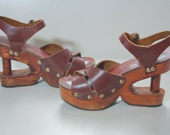 70s Leather and Wood Platform Shoes / 1970s Boho Wooden Platform Sandals / Wood Cut Out Platform Shoes / Rare Boho Hippie Platforms US7 UK5
