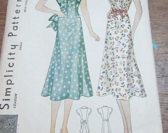 Adorable 1940s Dress Pattern Simplicity 2717 Size 16 34 Bust
