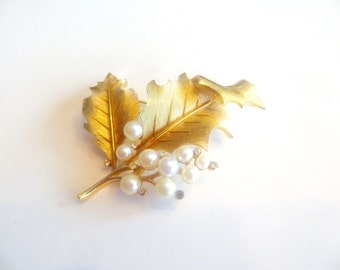 Vintage CROWN TRIFARI Brooch, 1960s Estate,  Gold-Tone Leaf with Faux Pearls and Rhinestones