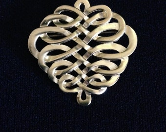 Vintage 1980's Metropolitan Museum of Art, NY Gold Plated Celtic Knot Pin (Tier 2)