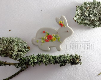 Grey bunny fimo brooch in Eva Thissen style with tiny spring flowers small present for animal lovers