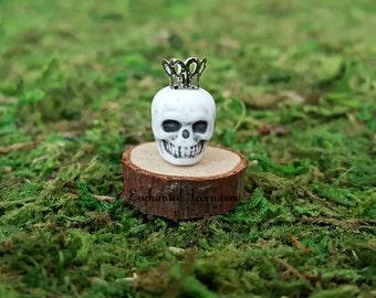 Halloween Fairy Garden Miniature Skull King  - Tiny Skeleton Skull with Crown Halloween Miniature for Foam Pumpkin Diorama Fairy Accessories
