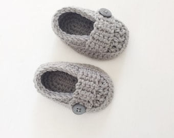 Grey Baby Shoes, baby shower gift, Newborn photography prop, Gray booties, gender neutral shoes, made by VeraJayne