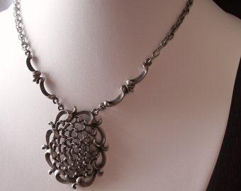 Vintage Chrysanthemum Filigree Pendant Necklace