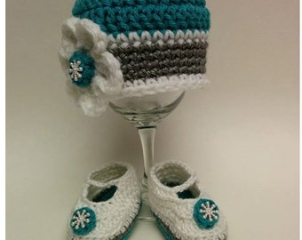 Princess baby set. Princess baby beanie and booties set. Photo prop. Baby shower gift. Crochet. Handmade.