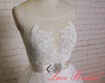 Sheer Lace Bodice Wedding Dress with Illusion Neckline Tulle Skirt Bridal Gown with Nude Beading Belt A-line Wedding Dress with V Back