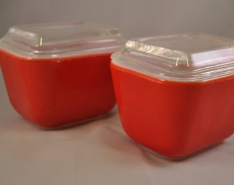 Set of 2 Vintage Red Pyrex Oven to Refrigerator Dishes with Lids. 501-B, Made in USA, 1960's