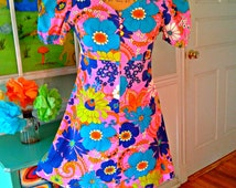Groovy Psychedelic Go Go Mini Dress / 60's 70's / Mod / Short Sleeves / Empire Waist / Mini dress / FlOwEr PoWeR / Med