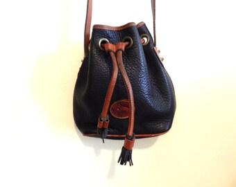 Vintage Dooney and Bourke bucket bag. Vintage purse. Leather bag.