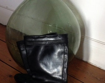 Black leather boots / / 70