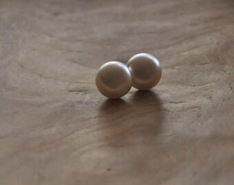 Vintage Faux Pearl Earrings - Retro Round Faux Pearl Earrings