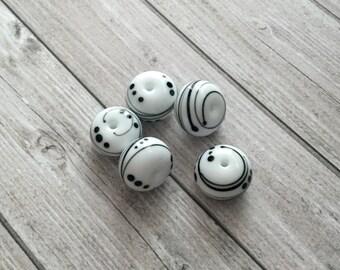 2+ White  black  beads  handmade lampwork glass classiс  bead