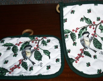 Vintage Pair Christmas Holiday Black-Cap Chickadees with Festive Green Holly and Red Berry Design Potholder and Oven Mitt Set