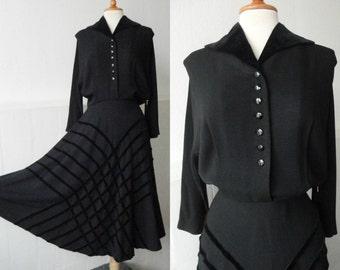 Beautiful 40s Vintage Dress // Black Crepe With Velvet Collar And Velvet Ribbon