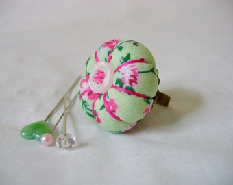 Pin Cushion / Pin Cushion Ring / Floral Pincushion / Retro Pincushion / Vintage Style Pincushion With Button Detail / Green Pincushion