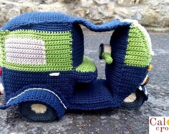Pattern Tuc Tuc Rickshaw amigurumi. By Caloca Crochet.